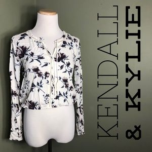 M Kendall & Kylie cropped long sleeved shirt.
